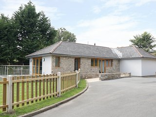 CAE DEINI, wheelchair-friendly, open-plan, near Raglan