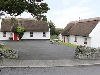 NO 8 RENVYLE THATCHED COTTAGES, overlooks Killary Bay, Ref. 986947