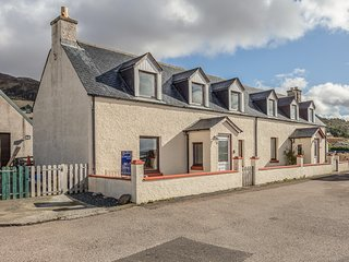 THE OLD ARMOURY, WiFi, sea views, Gairloch