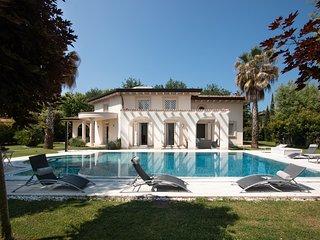 Villa Giotto with pool in Forte dei Marmi