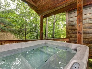 Dog-friendly cabin in the woods w/ fireplace, pool table, private hot tub, view