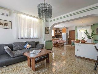 Apartment 14372