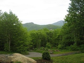 So Pretty! 3 Br Home with yard near Sugar Mtn Resort. Call for monthly rates!