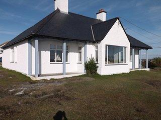 The Crest Holiday Cottage, sea views, 3 grnd flr bedrooms en suite dog welcome