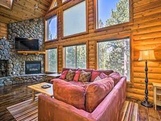 NEW! S Lake Tahoe Home w/Pvt Hot Tub & Indoor Pool