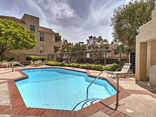 NEW! Chic Thousand Oaks Condo w/ Pool & Hot Tub!
