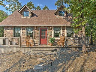 NEW! 'Greystone Cottage' w/Hot Tub in Broken Bow!