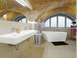LUXURY Maisonette Duplex Apt. 2 FLOORS,2 FULL Luxury Bathrooms,Luxury Kitchen