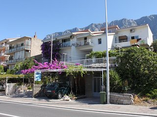 Two bedroom apartment Makarska (A-9696-a)