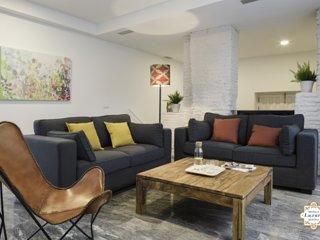 Sevilla Luxury Rentals - Horno Santa Cruz 1A