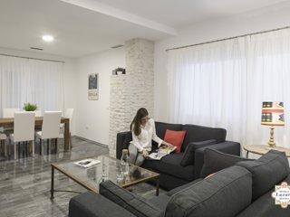 Sevilla Luxury Rentals - Horno Santa Cruz 2A