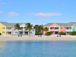 Sandyport Beach Resort: 3-Bedrooms, 3.5 Baths, Sleep 10, Full kitchen