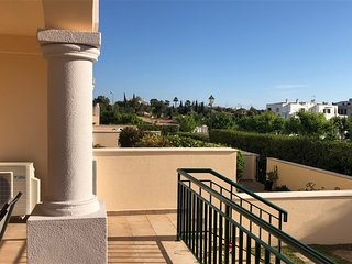 Ground floor Apt, 2 bed 2 bath, air conditioning,swimming pool and wifi