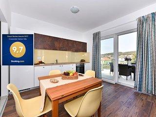 Harbor Villa apartment EAST