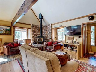 NEW LISTING! Cozy dog-friendly cabin with shared seasonal pool, close to skiing!