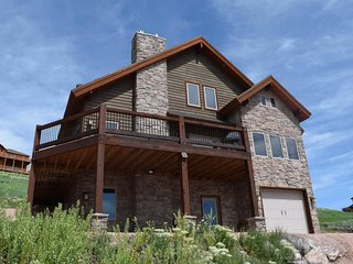 NEW LISTING! Spacious cabin w/pristine lake views & shared pool & hot tub access