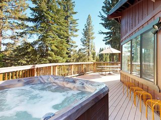 NEW LISTING! Contemporary & comfortable home w/private hot tub, fireplace & WiFi