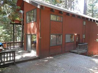 NEW LISTING! Spacious Blue Springs Lake cabin w/shared pool, free WiFi