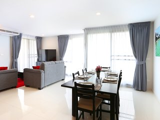 Luxury City Centre 3 Bedroom Condo Best Location