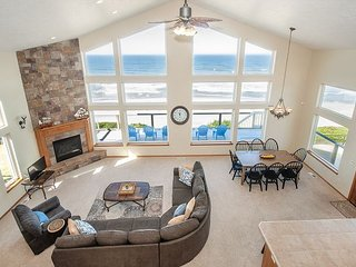Luxury Oceanfront Home With Hot Tub, Game Room and Spectacular Deck!