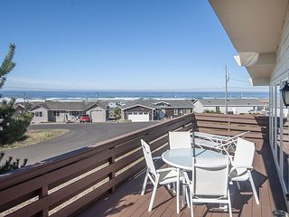 Panoramic Ocean Views, Easy Beach Access and Pool Time in this Waldport Home!