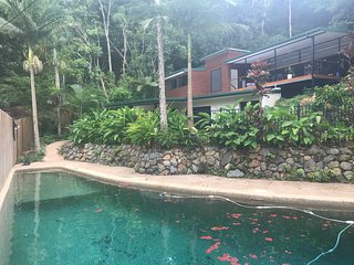 Golden Sunbird BnB 2 Bedroom apartment in unique rainforest setting