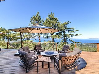 5BR Estate w/ Hot Tub, Sauna, Outdoor Kitchen & Epic Panoramic Lake Views