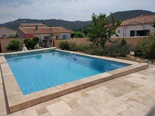 villa piscine au sel a 6 km des plages & calanques