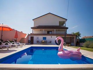 Bellissima casa con la piscina