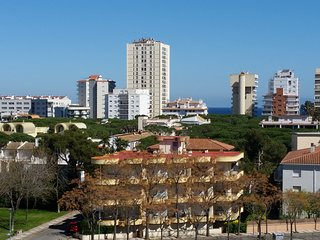 Sea view 3 bed apartment with pool. 5 minutes walk to the sea and town centre