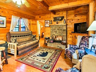 Cabin w/ 2 fireplaces, deck & shared game room/screened porch - near ponds, more
