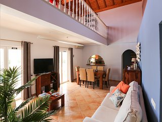 Benagil Villa Sleeps 8 with Pool and Air Con - 5678520