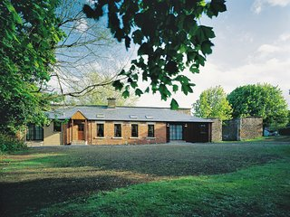Wood Cutters, 2 Bedroom Cottage, Sleeps 4, with Access to Leisure Centre & Pool