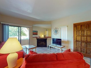 Condo w/ fireplace, shared pool & hot tub - near dining, golfing & hiking