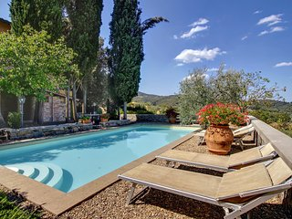 San Cerbone Villa Sleeps 10 with Pool and WiFi - 5226915