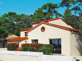 3 bedroom Villa in La Tranche-sur-Mer, Pays de la Loire, France : ref 5448156