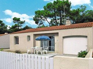2 bedroom Villa in La Tranche-sur-Mer, Pays de la Loire, France : ref 5448141