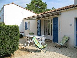 3 bedroom Villa in La Tranche-sur-Mer, Pays de la Loire, France : ref 5448145