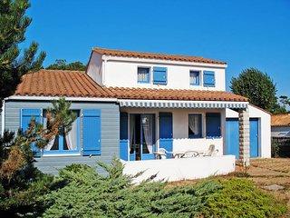 2 bedroom Villa in La Tranche-sur-Mer, Pays de la Loire, France : ref 5448133