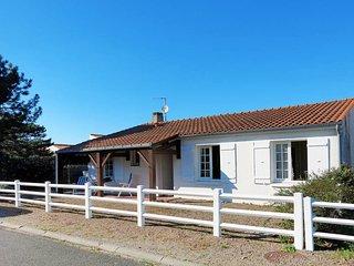 3 bedroom Villa in La Tranche-sur-Mer, Pays de la Loire, France : ref 5448136