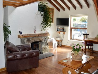 Beudy Mawr cottage | Private Hot Tub  & Gym |Snowdonia | Close to zip world.
