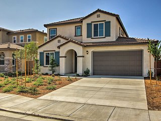 NEW-Spacious Menifee Home 1 Block to Heritage Lake
