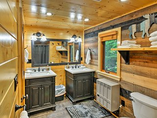 NEW! Greenville Cabin - 5 Min to Moosehead Lake!