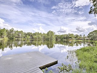 Cozy Lutz Home on Lake Thomas w/ Private Dock!