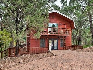 Ruidoso Downs Cabin w/Deck < 3 Miles to Race Track