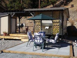 Glamping in Peachland, decks, trailer & RV parking