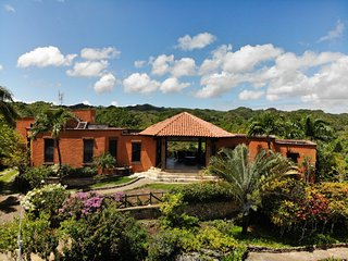 Monte Placido - M, 4 BEDROOM, 3 BATH, Ocean View, Pool, Near Beaches, Yoga
