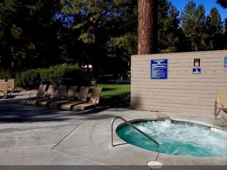 NEW LISTING! 20 Min to Mt Bachelor! Updated Mt Bachelor Village Condo for 6 Slop