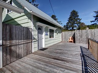 NEW LISTING! Cozy home just steps from the beach, in the heart of Pacific Beach!