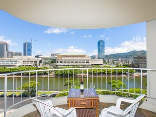 Waikiki Home on Ala Wai Canal-Close to Beach, Shopping, Entertainment,Everything
